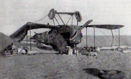 Le Bréguet 14, à bord duquel se trouvaient le général Laperrine, l'adjudant Bernard, pilote et le mécanicien Vaslin